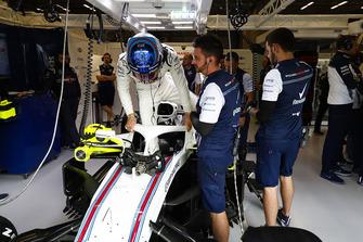 Sergey Sirotkin, Williams Racing, climbs in to his seat