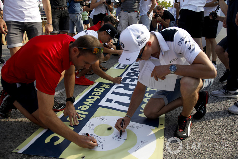 Jamie Green, Audi Sport Team Rosberg and Joel Eriksson, BMW Team RBM are signing the banner for Robert Wickens