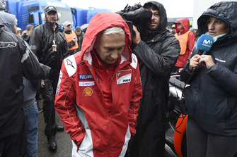 Davide Tardozzi, Team manager Ducati Team, verlaat de Safety commission meeting