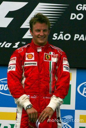 Podium: racewinnaar Kimi Raikkonen, Ferrari