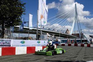 Forze Hydrogen Electric Racing in actie tijdens wereldpremière in Rotterdam