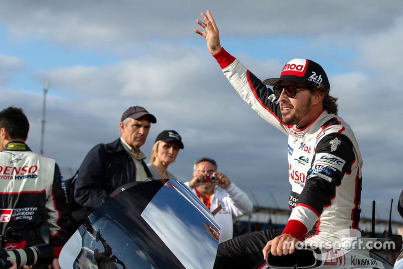 Ganador de la carrera #8 Toyota Gazoo Racing Toyota TS050: Fernando Alonso