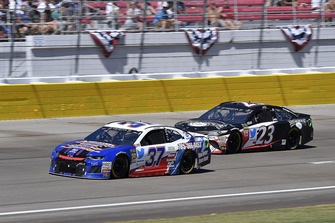 Chris Buescher, JTG Daugherty Racing, Chevrolet Camaro Natural Light Race Day Resume e J.J. Yeley, BK Racing, Toyota Camry Tennessee XXX Moonshine