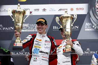 Подіум: переможці #88 Akka ASP Team Mercedes-AMG GT3: Раффаеле Марчелло, Майкл Мідоус