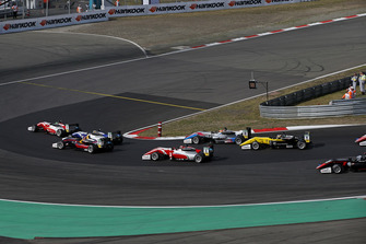 Start van de race, Mick Schumacher, PREMA Theodore Racing Dallara F317 - Mercedes-Benz leidt