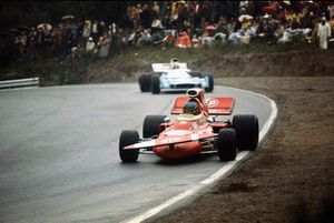 Ronnie Peterson, March 711-Ford, voor Chris Amon, Matra-Simca MS120B