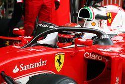 Kimi Raikkonen, Ferrari SF16-H con la cubierta de la cabina de halo