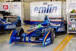 L'auto di Simona de Silvestro, Amlin Andretti Formula E nel box