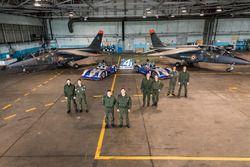 Franz. Luftwaffenpiloten mit den Fahrern