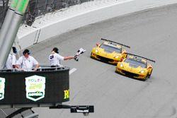 #4 Corvette Racing Chevrolet Corvette C7.R: Oliver Gavin, Tommy Milner, Marcel Fässler, #3 Corvette