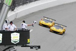#4 Corvette Racing, Chevrolet Corvette C7.R: Oliver Gavin, Tommy Milner, Marcel Fässler; #3 Corvette