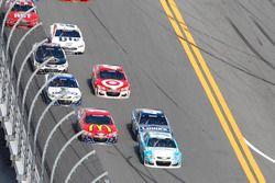 Danica Patrick, Stewart-Haas Racing Chevrolet, emmène la meute