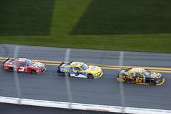 Brendan Gaughan, Richard Childress Racing Chevrolet; Kasey Kahne, JR Motorsports Chevrolet; Ty Dillo