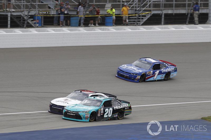 Денни Хэмлин, Joe Gibbs Racing Toyota и Уильям Байрон, JR Motorsports Chevrolet