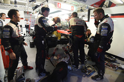 #8 Toyota Gazoo Racing Toyota TS050 Hybrid: Anthony Davidson, Sébastien Buemi, Kazuki Nakajima is repaired