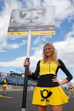 Chica de la parrilla para Mick Schumacher, Prema Powerteam, Dallara F317 - Mercedes-Benz
