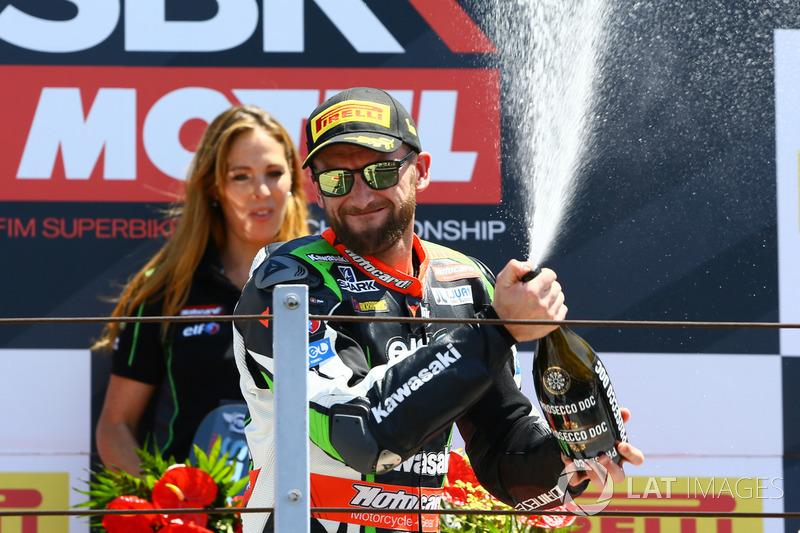 Podio: Ganador de la carrera Tom Sykes, Kawasaki Racing