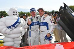 GTLM podium: winnaars Dirk Müller, Joey Hand, Chip Ganassi Racing Ford