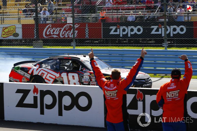 No sábado, Kyle Busch fez bonito no mesmo circuito e venceu pela 90ª vez na Xfinity Series.