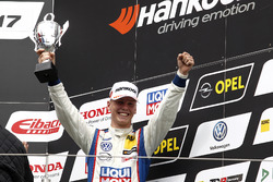 Podium: Bester Junior Luca Engstler, Liqui Moly Team Engstler, VW Golf GTI TCR
