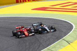Sebastian Vettel, Ferrari SF70H; Lewis Hamilton, Mercedes AMG F1 W08