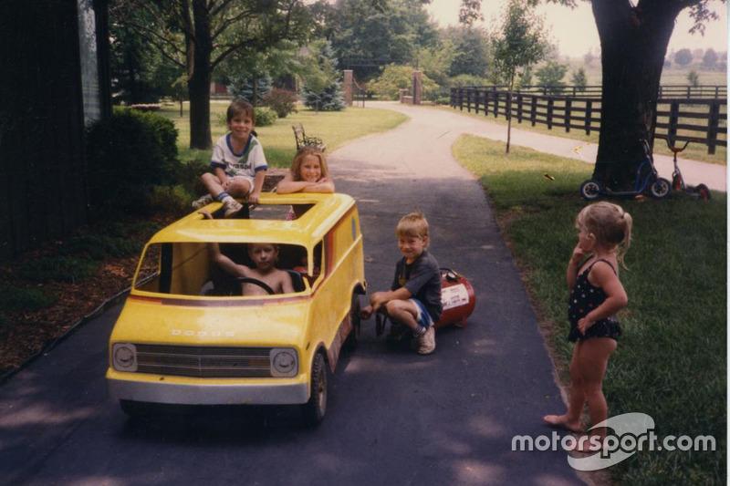 Все пятеро детей Эрла и Роуз Хейденов – Томми, Дженни, Роджер, Кейтлин и сам Ники – с малых лет увлекались гонками на двух колесах, хотя позднее девочкам этот спорт разонравился.