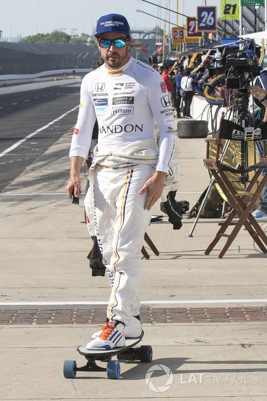 Fernando Alonso, Andretti Autosport Honda on a skateboard