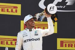 Podium: Ganador, Lewis Hamilton, Mercedes AMG F1