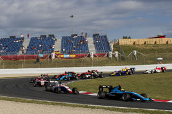 Arjun Maini, Jenzer Motorsport leads Dorian Boccolacci, Trident, the rest of the field at the start of the race