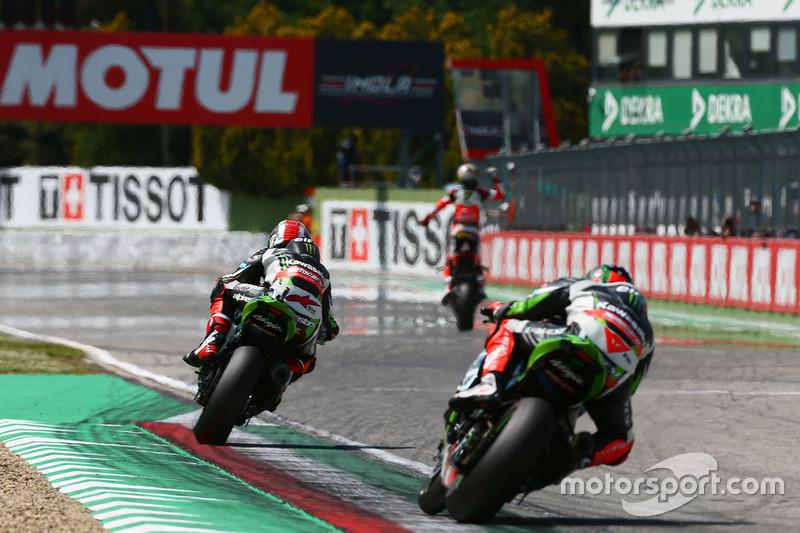 Race winner Chaz Davies, Ducati Team, second place Jonathan Rea, Kawasaki Racing, third place Tom Sykes, Kawasaki Racing