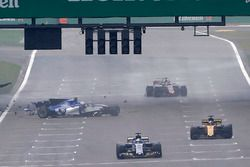 Antonio Giovinazzi, Sauber C36, choca