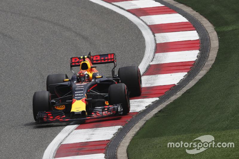 O nome da prova, entretanto, foi Max Verstappen. O holandês fez uma excelente prova de recuperação e superou Ricciardo para conquistar o terceiro lugar, figurando no pódio pela primeira vez no ano.