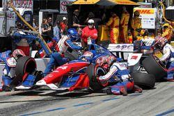 Carlos Munoz, A.J. Foyt Enterprises Chevrolet pit stop