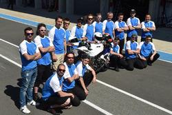 #52 BMW team photo