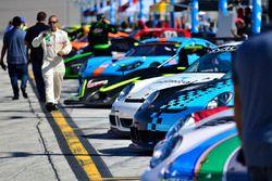 FARA USA Miami 500 Fan camina
