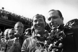 Le vainqueur Stirling Moss, Mercedes-Benz W196 ; le second Juan Manuel Fangio, Mercedes-Benz W196