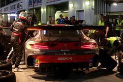 Pit stop #2 Black Falcon Mercedes AMG GT3: Khaled Al Qubaisi, Jeroen Bleekemolen, Patrick Assenheime