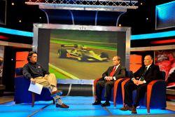 Боб Варшa проводит пресс-конференцию USF1 с Кеном Андерсоном и Питером Уиндзором