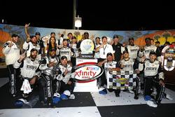 Il vincitore della gara Tyler Reddick, Chip Ganassi Racing Chevrolet festeggia