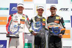 Podio Rookie: il vincitore Lando Norris, Carlin Dallara F317 - Volkswagen, il secondo classificato M