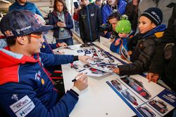 Thierry Neuville, Hyundai Motorsport signs autographs for the fans