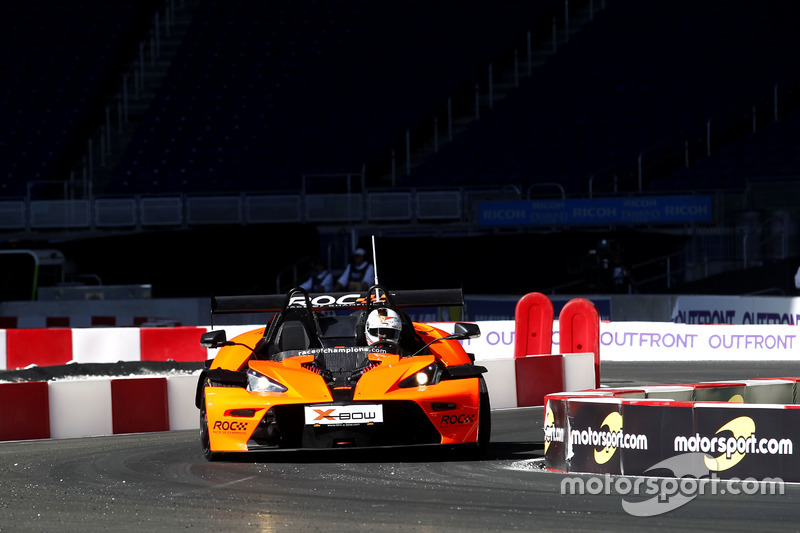 Aparte de conducir un coche de Fórmula 1, ¿con qué disfrutas más?