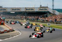 Alain Prost, McLaren MP4/3 precede Nelson Piquet e Nigel Mansell, Williams FW11B