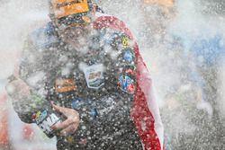 Jeff Gordon, Wayne Taylor Racing, fête sa victoire sur le podium