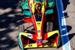 Daniel Abt, ABT Schaeffler Audi Sport, returns to the pits with a damaged car