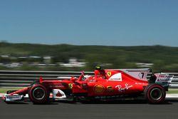 Kimi Raikkonen, Ferrari SF70-H waves