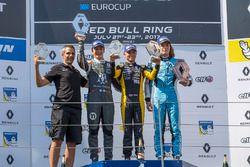 Подиум: Макс Фьютрелл (победитель), Саша Фенестраз (второе место) и Макс Дефурни (третье место)