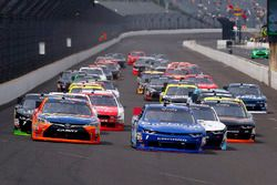 Start: Elliott Sadler, JR Motorsports Chevrolet, Erik Jones, Joe Gibbs Racing Toyota