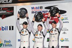 Podium GTD : les vainqueurs Jeroen Bleekemolen, Ben Keating, Mario Farnbacher, Riley Motorsports