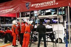 Ambiance dans le garage Stevenson Motorsports